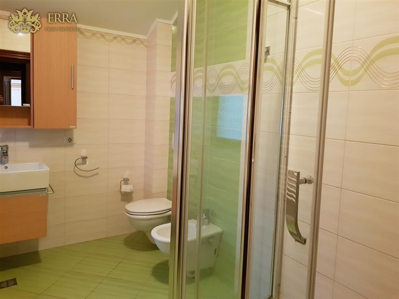 Vila cocheta, 6 camere, piscina. Baneasa