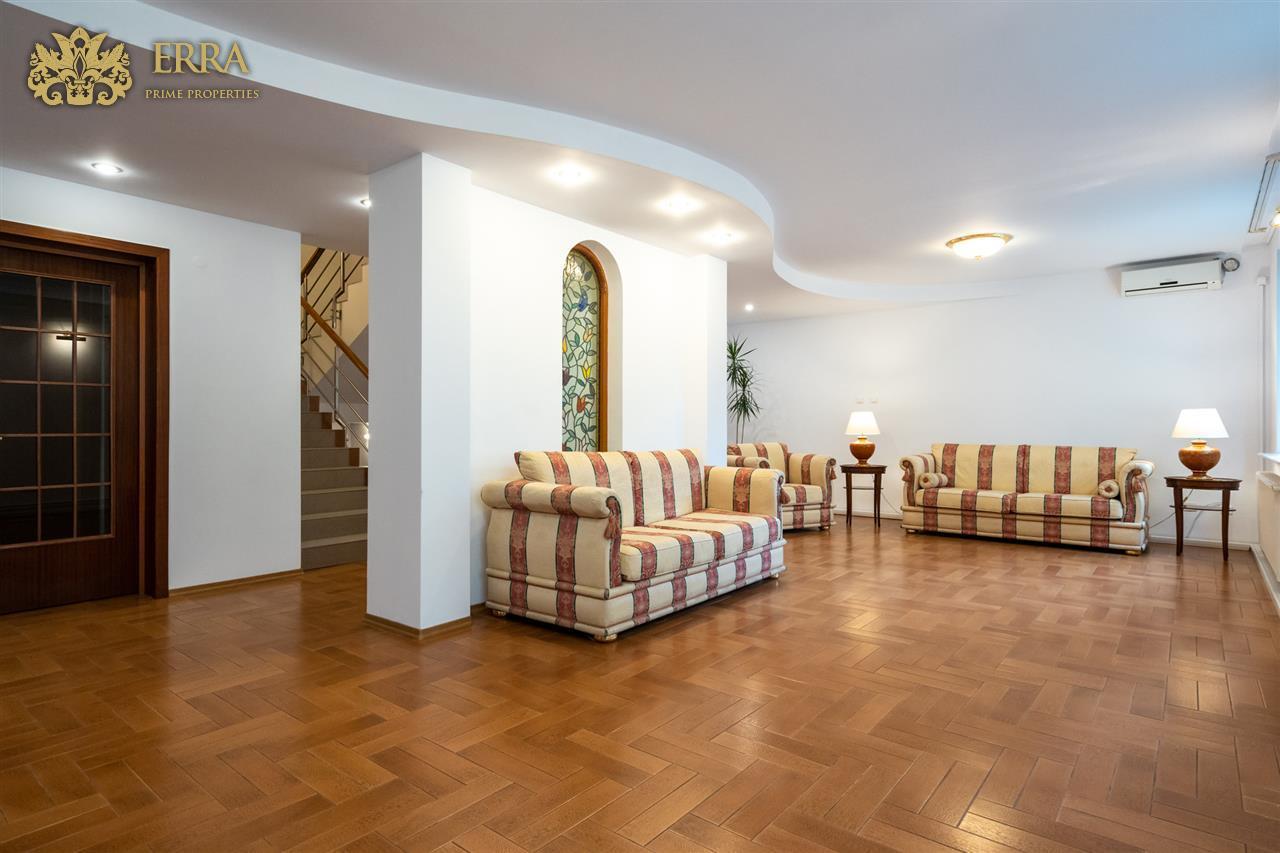 Resedinta eleganta pentru doua generatii! 400 mp teren. Domenii