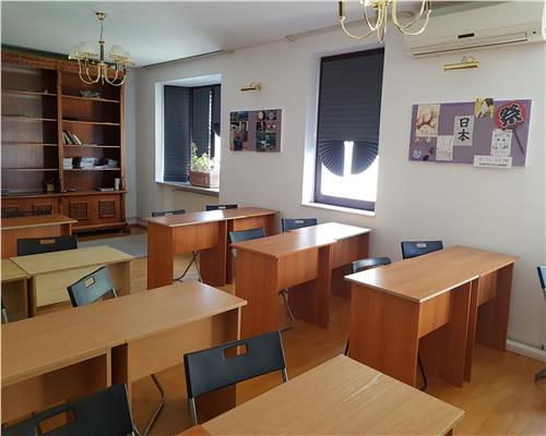 Vila spatioasa, 15 camere/ after school autorizata/ office/ clinica.